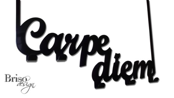 """Wieszak na ubrania """"Carpe Diem"""" montowany na drzwi"""